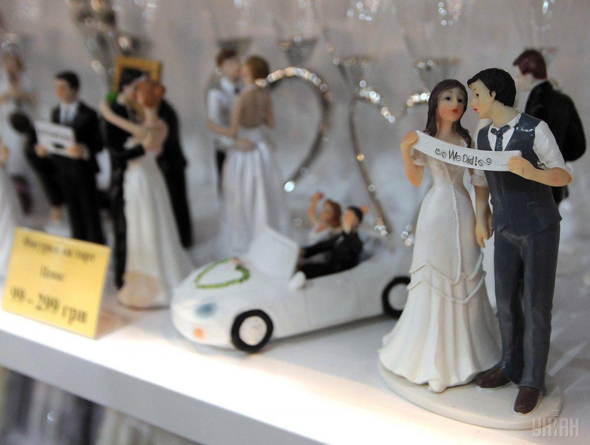 В регионах многие считают, что нанимать организатора свадьбы - это просто деньги на ветер / Фото УНИАН