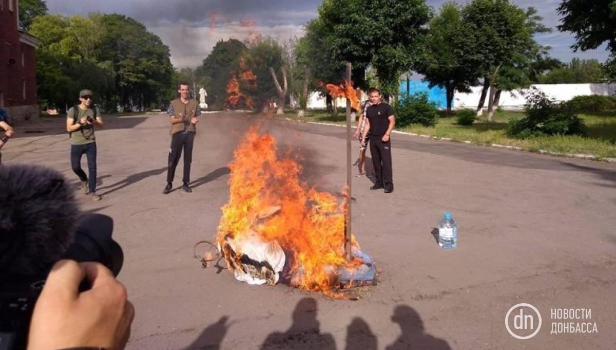 Активисты провели акцию против агрессии РФ / фото novosti.dn.ua
