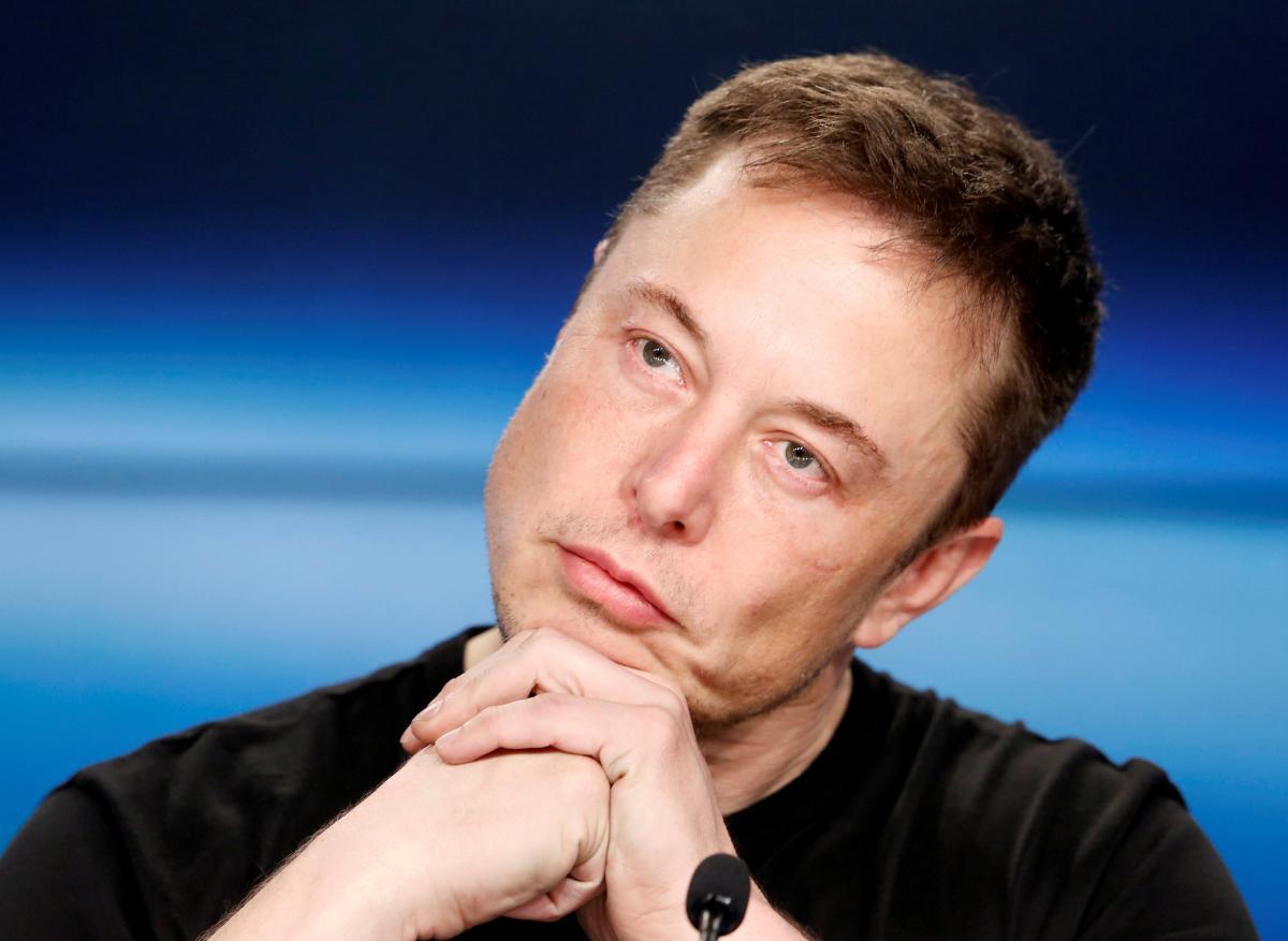 Маск заявив про те, що для цього автомобіля не був придбаний повнофункціональний автопілот / Ілюстрація REUTERS
