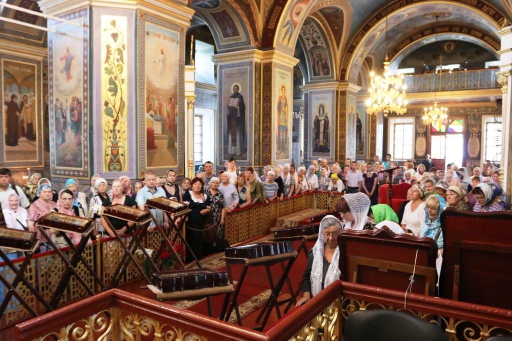 У Кропивницький прибули мощі 10 святих цілителів / orthodox-kr.org.ua