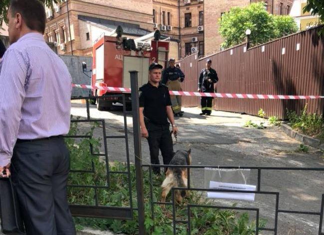 Соломенский райсуд прервал работу из-за сообщения о минировании / фото Facebook - Юра Иващенко