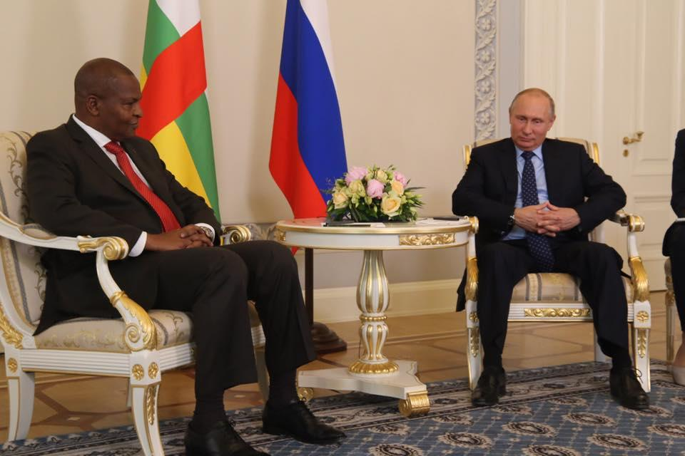 Фостен-Арканжа Туадера и Владимир Путин / Фото facebook.com/presidence.centrafrique