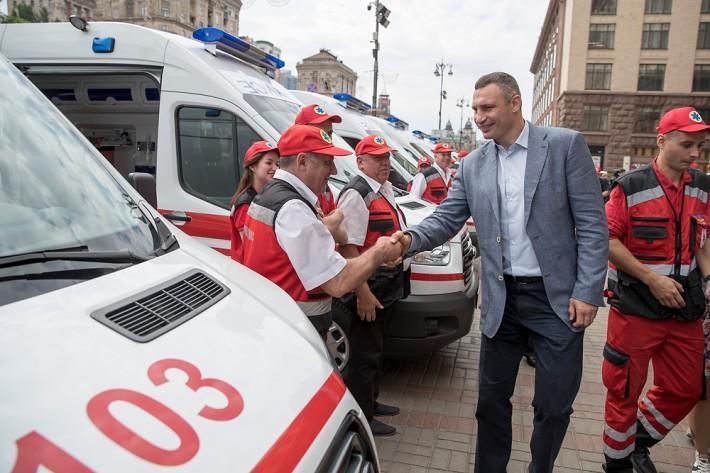 Кличко передал 25 современных быстрых для нужд экстренной медицинской помощи / kiev.klichko.org