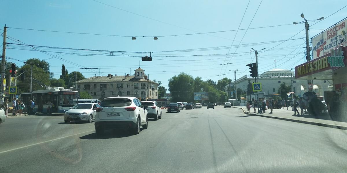 Про відключення світла повідомляють жителі Севастополя, Ялти і Сімферополя / фото facebook.com/karpovleonid