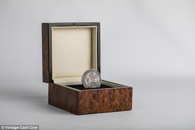 Монету викарбували у 1644 році при правлінні Карла I / фото dailymail.co.uk