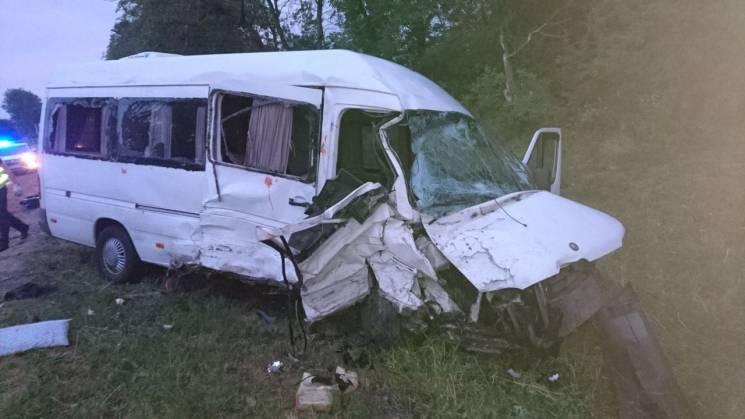 В момент столкновения в микроавтобусе находились девять человек / Нацполиция