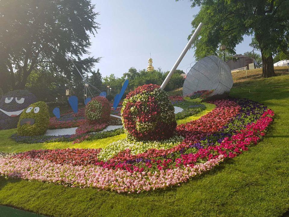 Последние приготовления к выставке на Певчем поле / Фото facebook.com/spivochepole