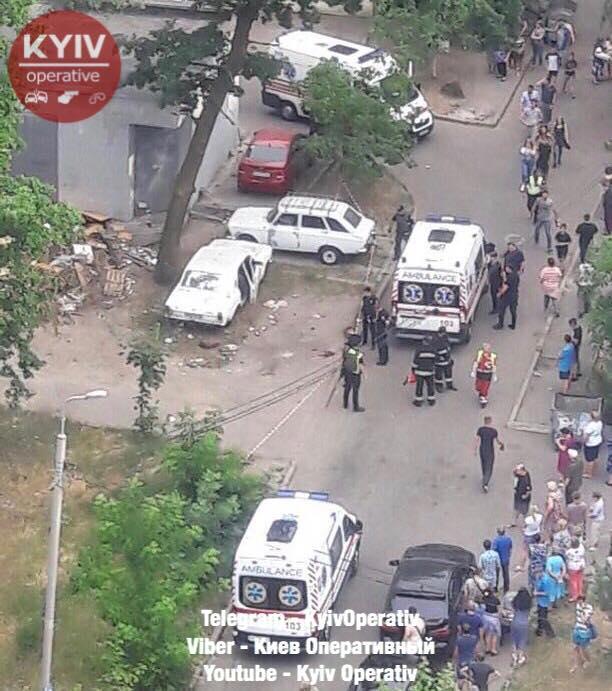 В Киеве взорвался автомобиль / фото Киев оперативный