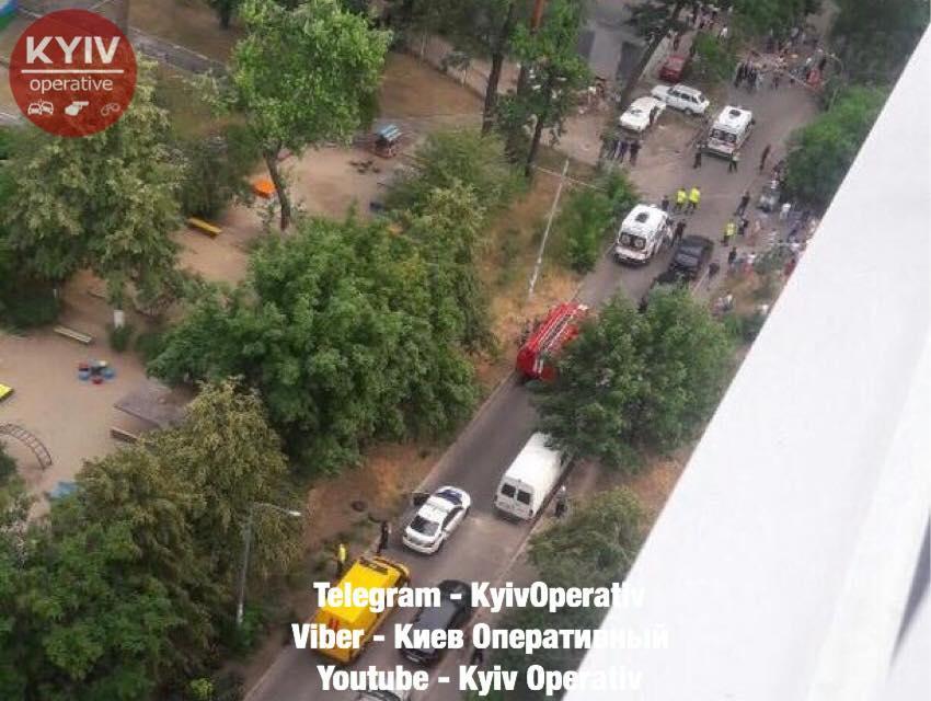 Внаслідок вибуху авто у Києві постраждало 4 осіб / фото Київ оперативний
