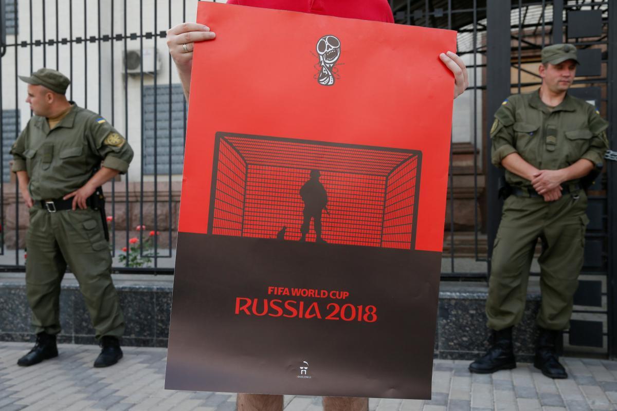 Акція біля посольства РФ в Києві / REUTERS