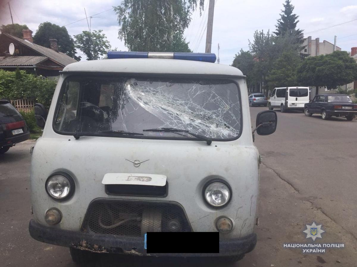 Одного из участников инцидента правоохранители задержали и доставили в Рокитновского отделения полиции / Фото rv.npu.gov.ua