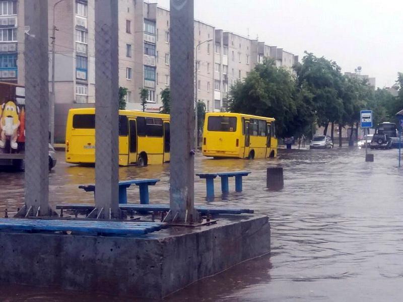 Дощі перетворили вулиці Бердичева в річки / www.rio-berdychiv.info