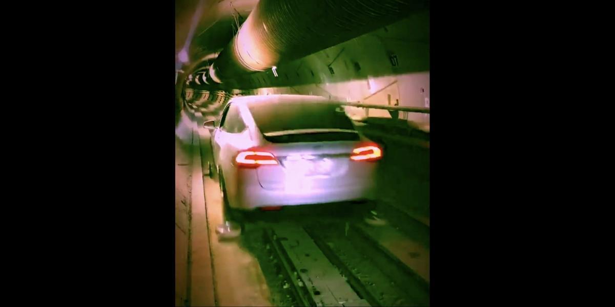 Tesla зробила тестовий заїзд по підземному тунелю Ілона Маска (відео)