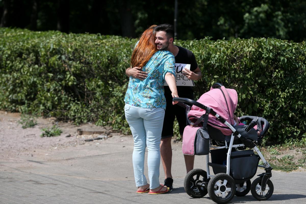 Женя радовался мамочкам с детьми, ведь их дети тоже вырастут толерантными