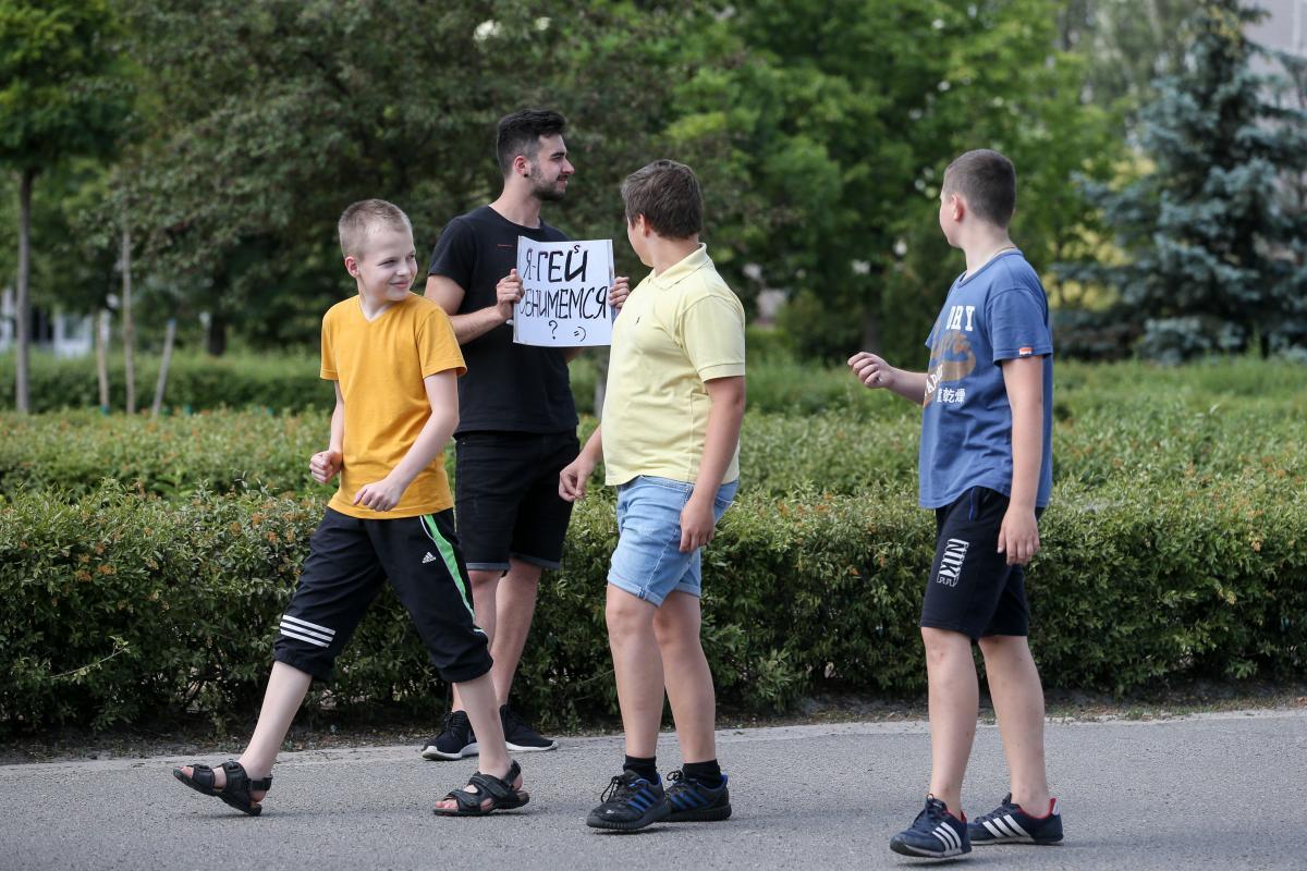 Мальчиков с Троещины наш эксперимент, явно, повеселил