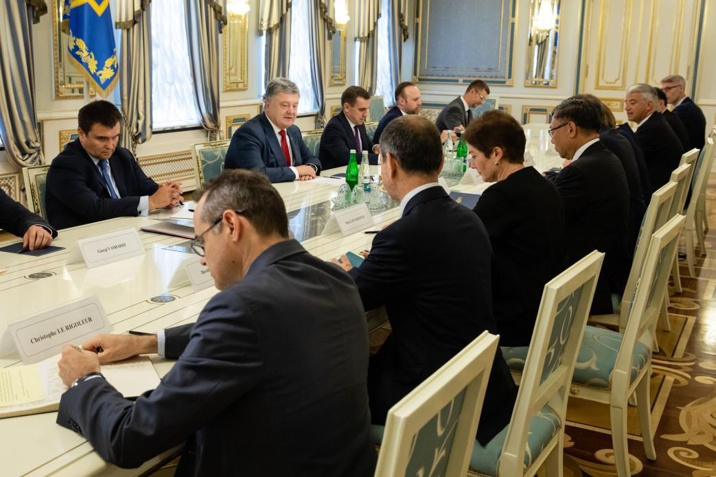 Співрозмовники обговорили результати зустрічі лідерів країн Великої сімки / Фото president.gov.ua