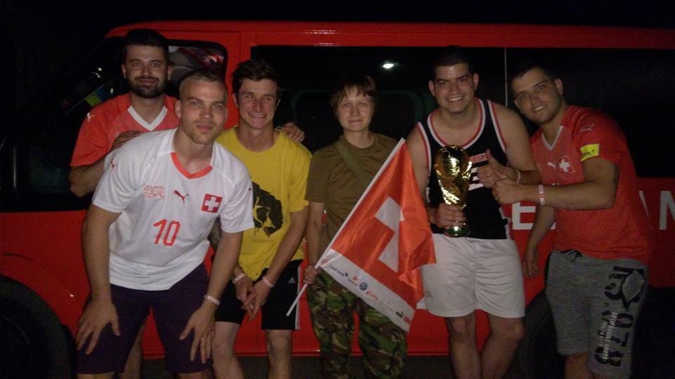 Футбольних вболівальників зі Швейцарії врятувала українська волонтер / facebook.com/dombrovskaya.volonter