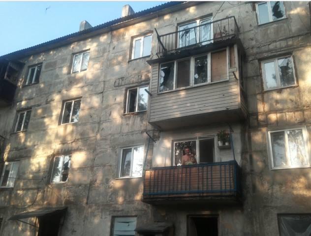 В результате обстрела боевиками Новотошковского поврежденыболее 20 квартир / фото пресс-служба ООС