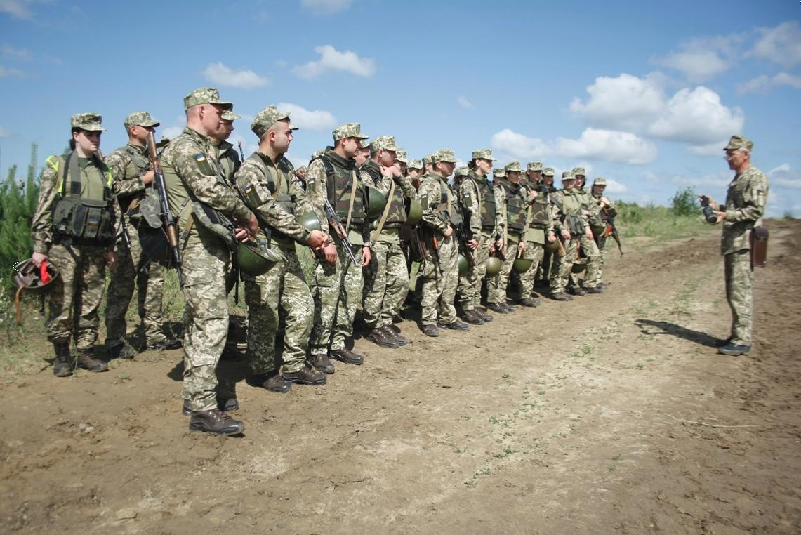Абсолютна більшість українців готова стати до зброї / фото Міноборони