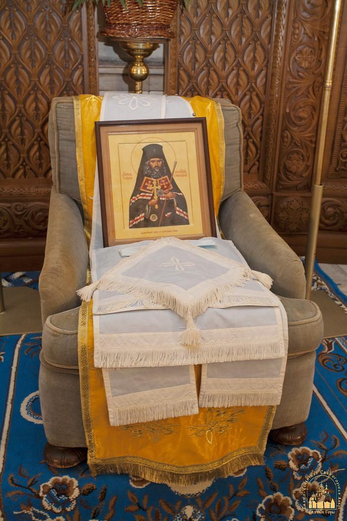 Ікона з часткою мощей та особисті речі святителя / svlavra.church.ua