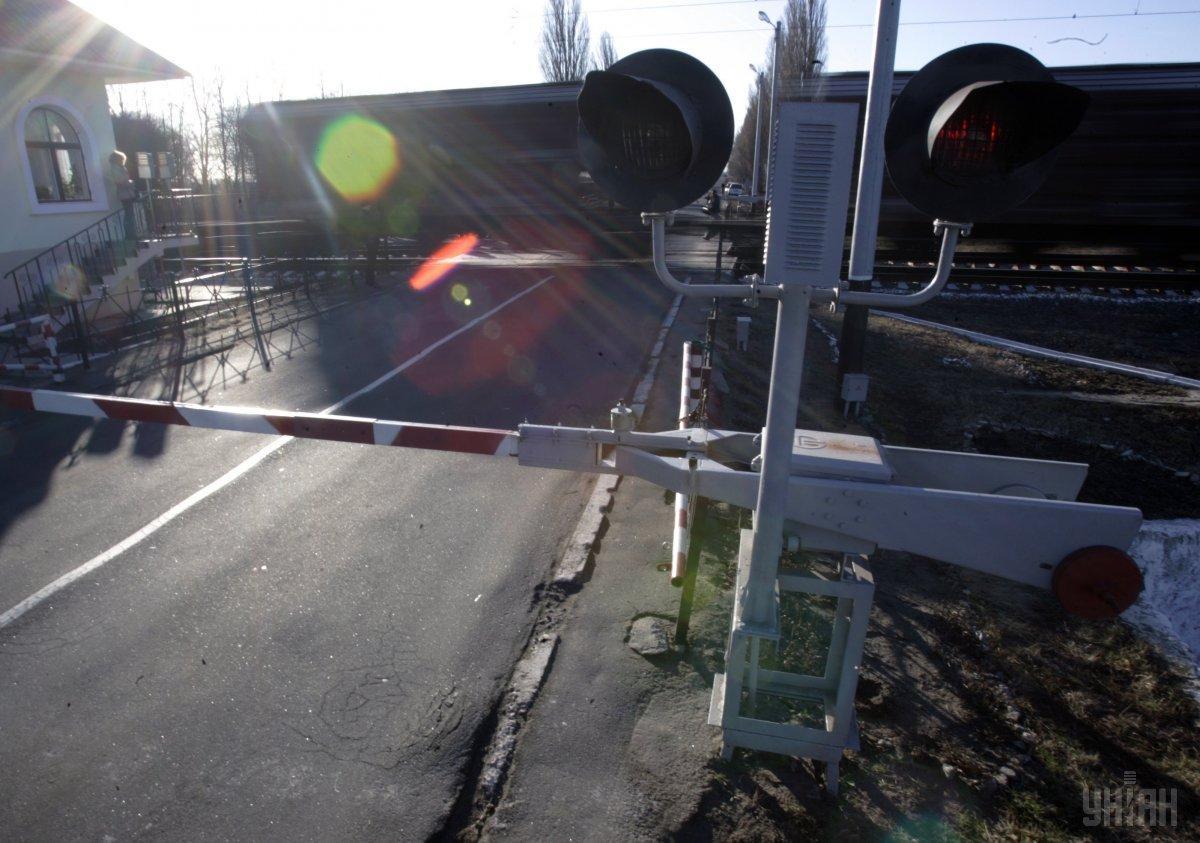 Движение автотранспорта через переезд на пр. Науки перекроют полностью / Фото: УНИАН