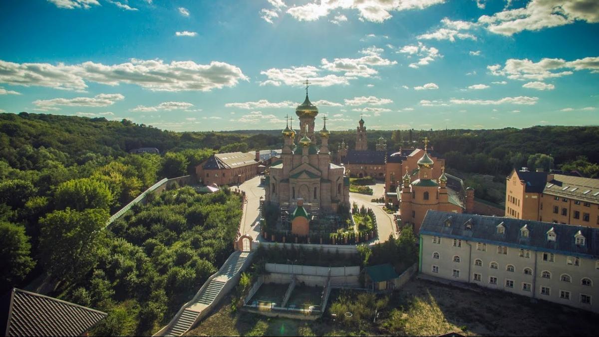 В 30-е годы обитель закрыли, все сооружения разграбили, а монахов выгнали, некоторых расстреляли / news.church.ua