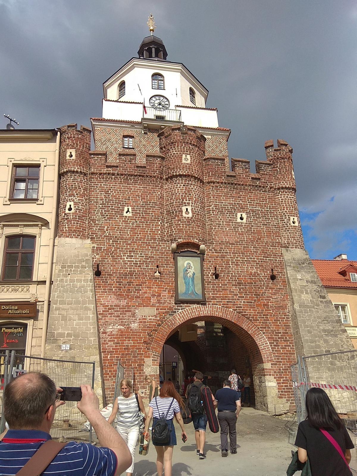 Краковские ворота - один из символов города/ фото Варвара Вайс