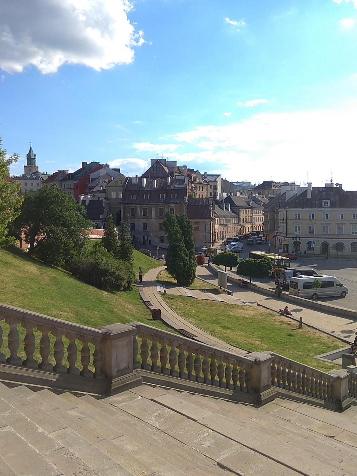 Замковая площадь, вид слева / фото Варвара Вайс