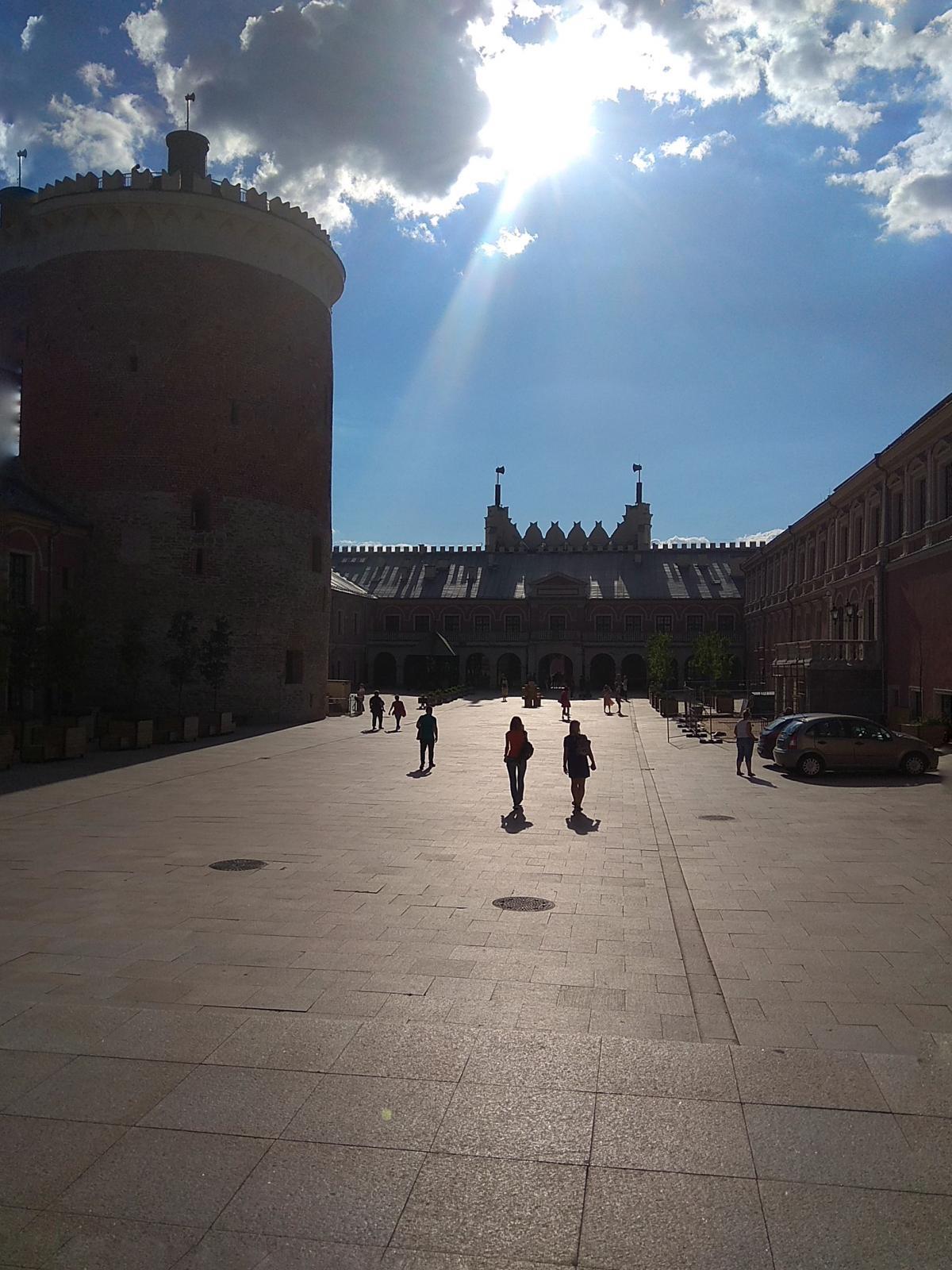 Внутренний двор замка / фото