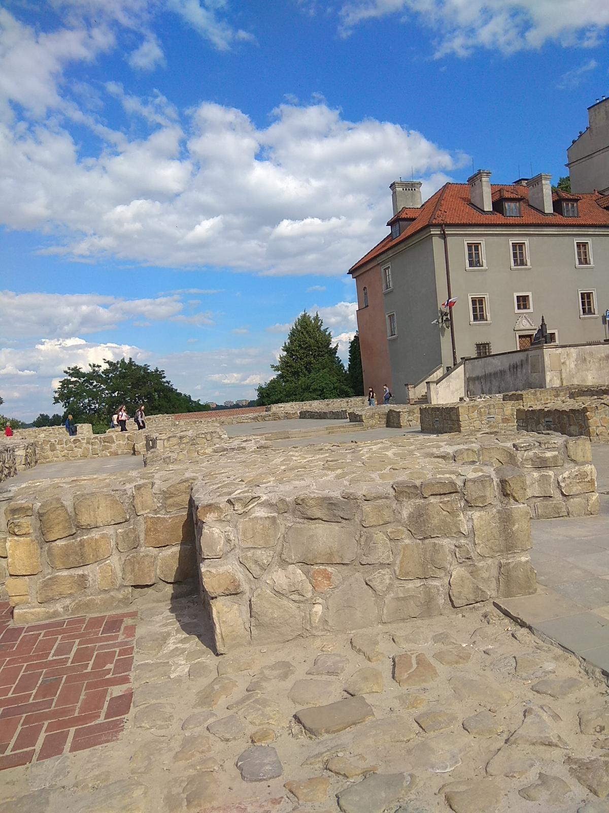 Фундамент костела Святого Архангела Михаила / фото Варвара Вайс