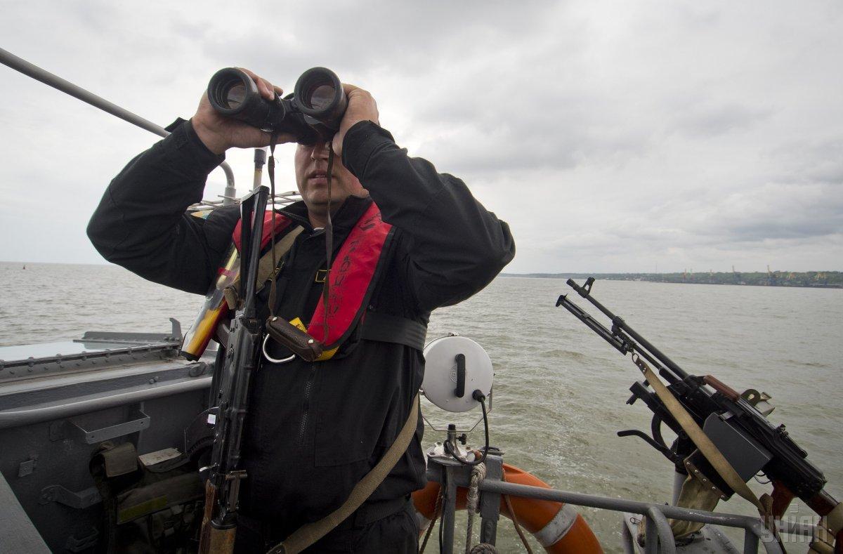 Поблизу Бердянська берегова охорона ФСБ РФ затримала український балкер / фото УНІАН