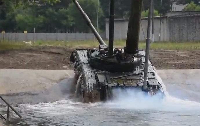 Танк повністю занурився у воду / Скріншот