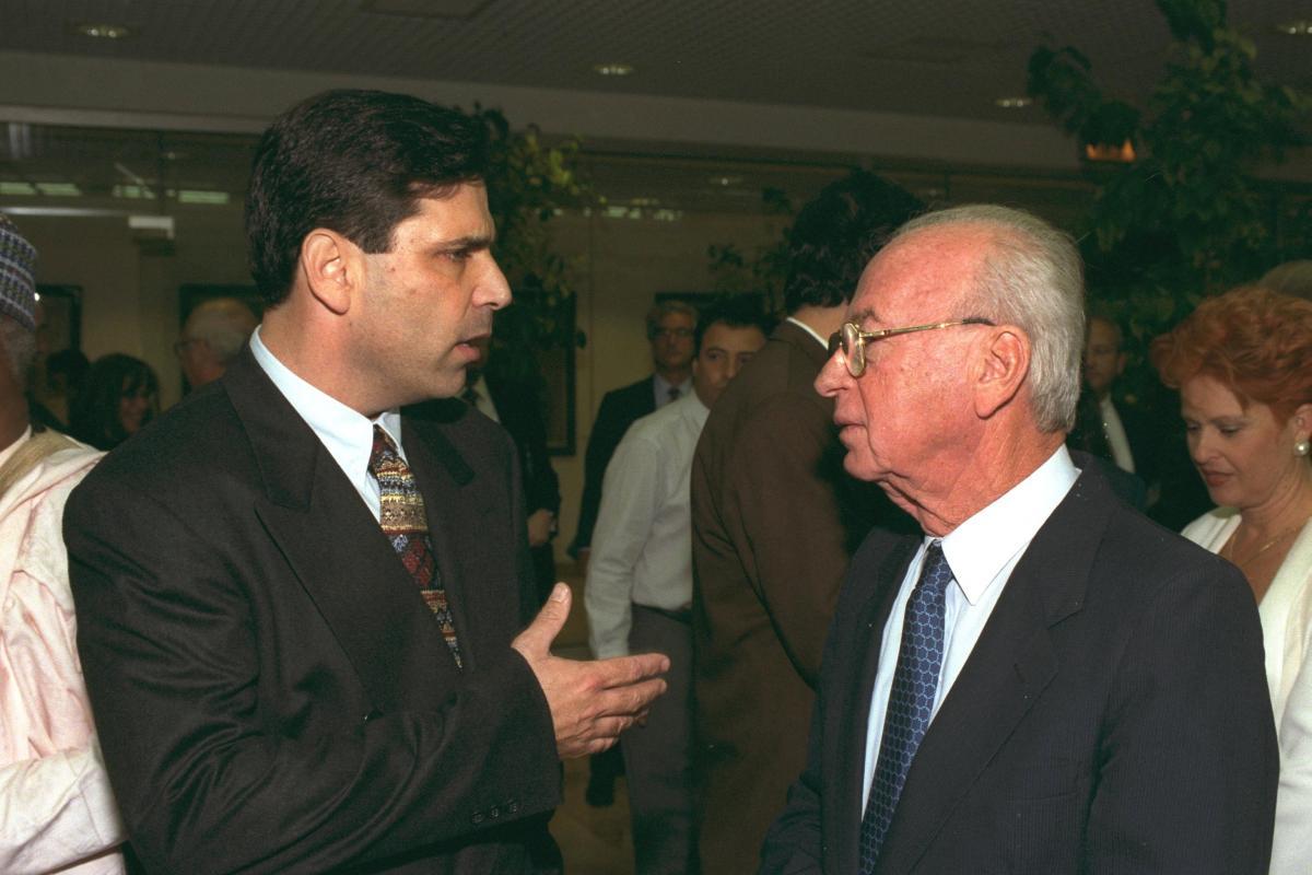 Гонен Сегев и экс-премьер Ицхак Рабин / REUTERS