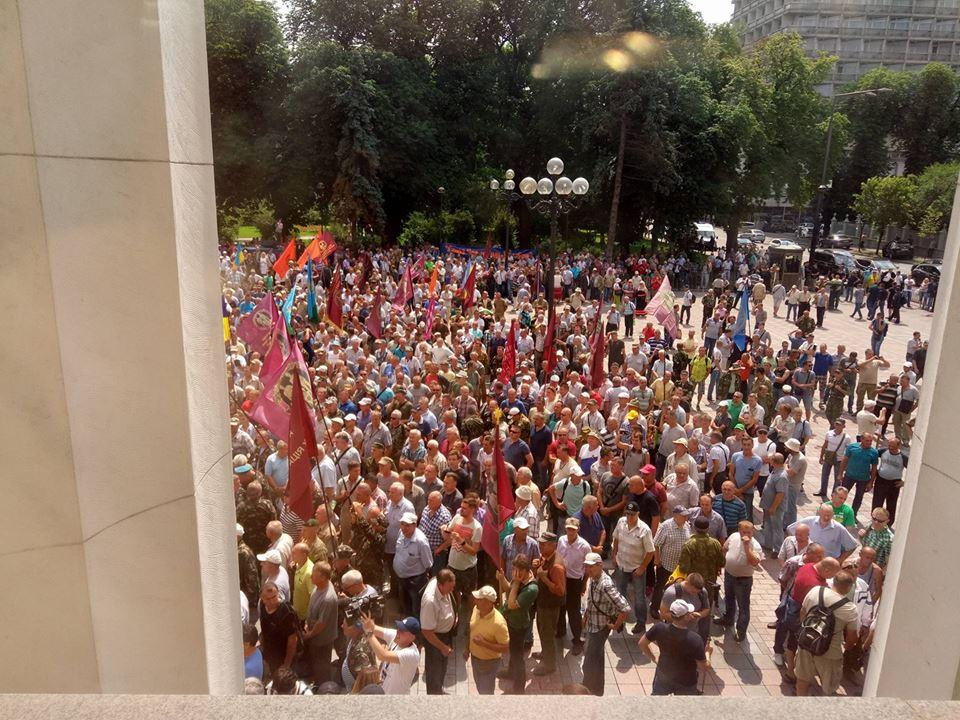 Журналистов не выпускают из здания парламента / фото УНИАН