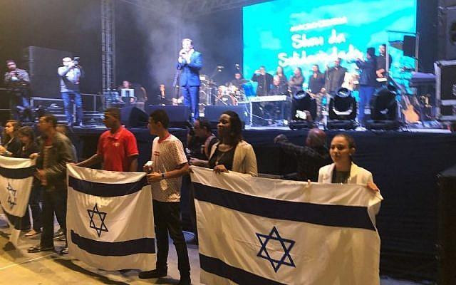 Мэр Рио-де-Жанейро спел на концерте / timesofisrael.com