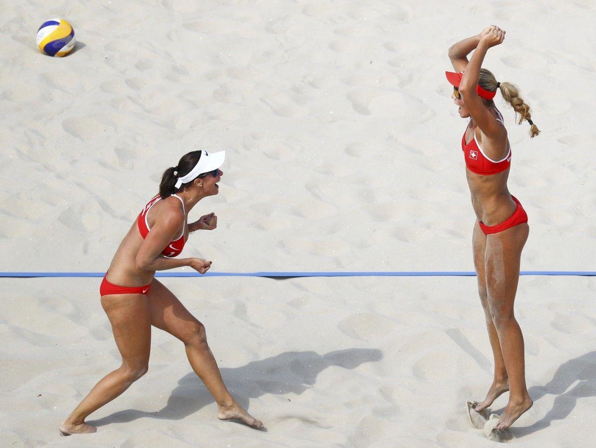 Пляжный волейбол - это всегда красиво / Иллюстрация REUTERS