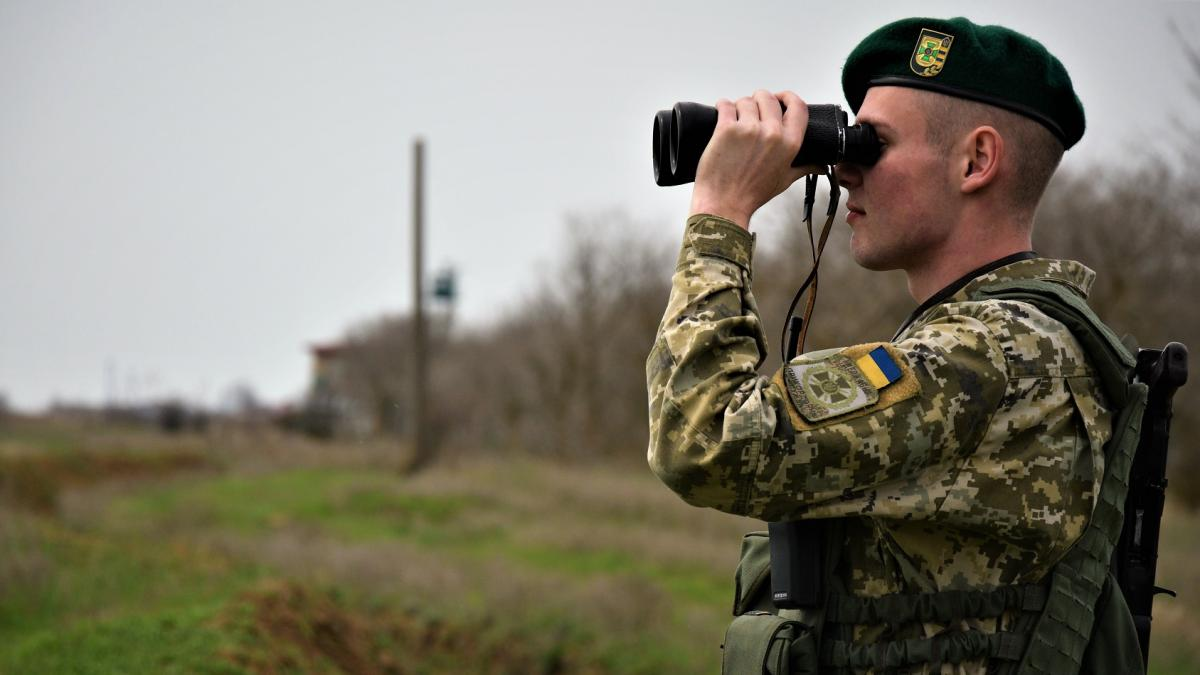 Сотрудники спецслужбы задержали злоумышленника на одном из пунктов пропуска / фото dpsu.gov.ua