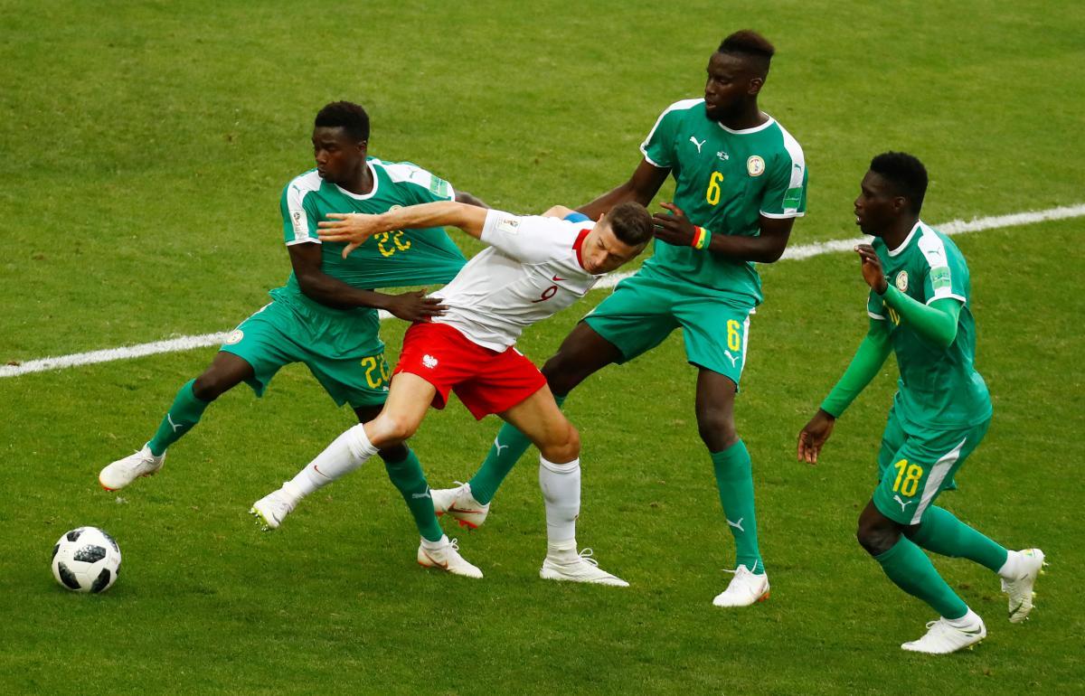 Футболісти Сенегалу сенсаційно відібрала очки у команди Польщі / Reuters