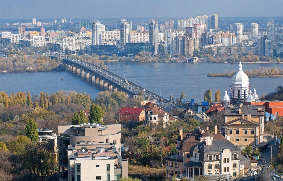 """У Києві """"замінували"""" усі мости / фото УНІАН"""