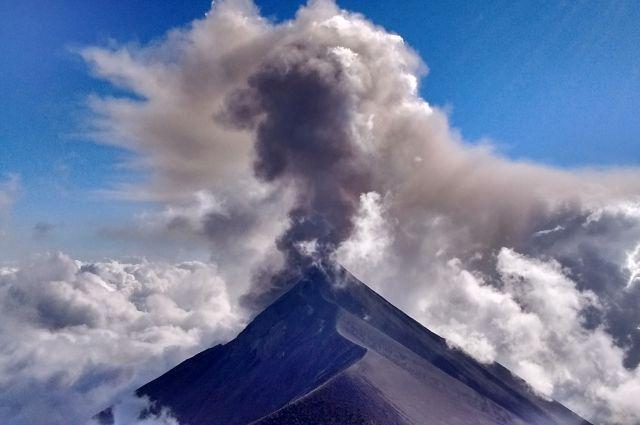 Виверження вулкана Фуего / Flickr.com