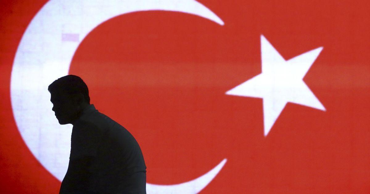 Назначенный вноябре Агбал был уже третьим главой турецкого центрального банка / Иллюстрация REUTERS