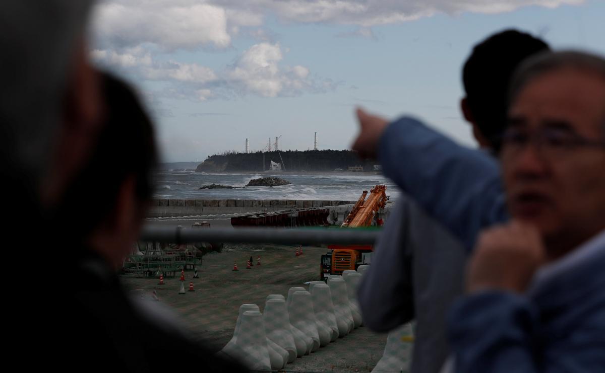 Фукусима - правительство Японии окончательно решило сбросить воду из Фукусимы в океан / REUTERS