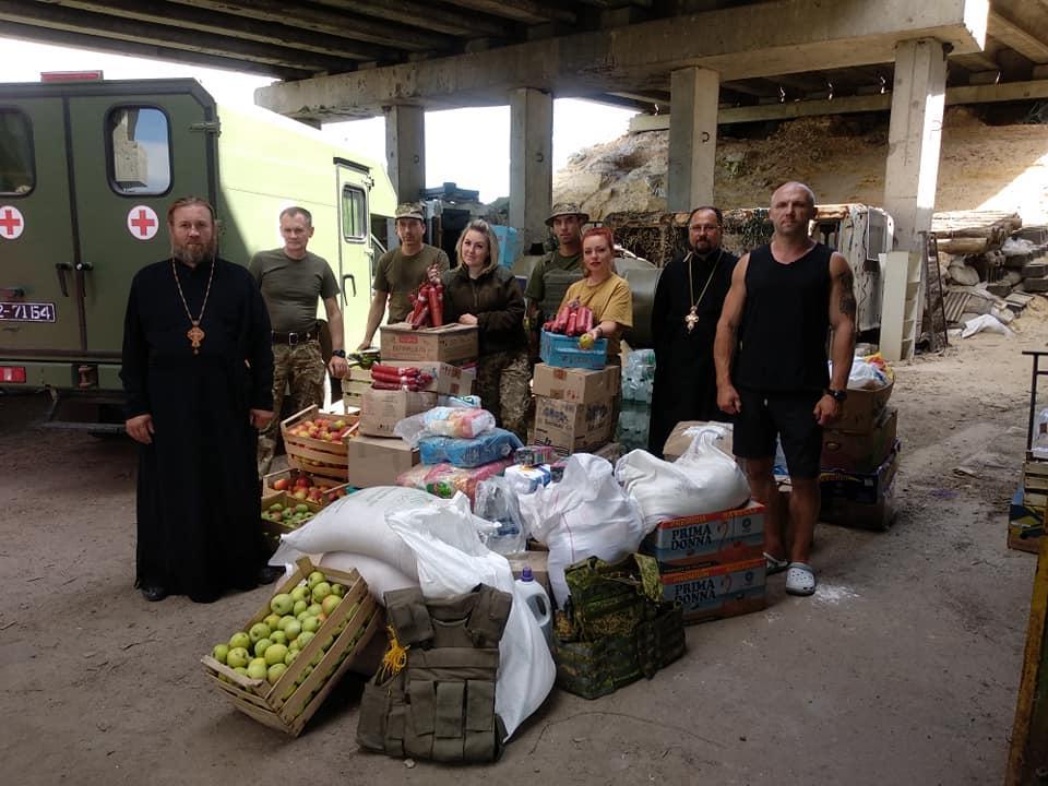 Две тонны продуктов в больнице, военным и детям на Восток доставила Винницкая епархия УПЦ / news.church.ua