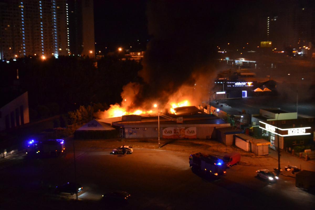 Киоски горели на площади 150 кв. м / фото dsns.gov.ua