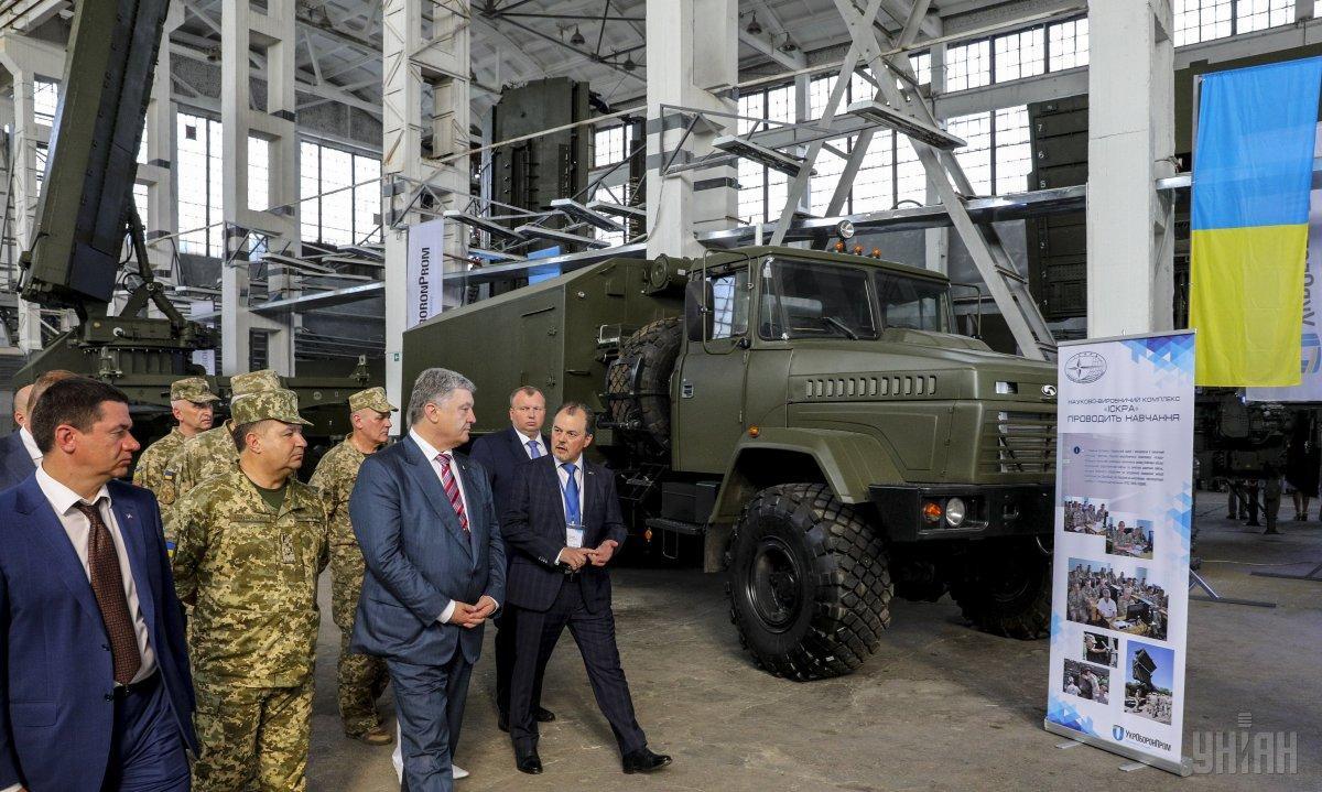 Порошенко отметил, что украинские РЛС превосходят импортные аналоги / фото УНИАН