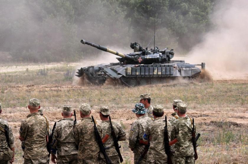 Українські військові під час навчань / фото twitter.com/DefenceU
