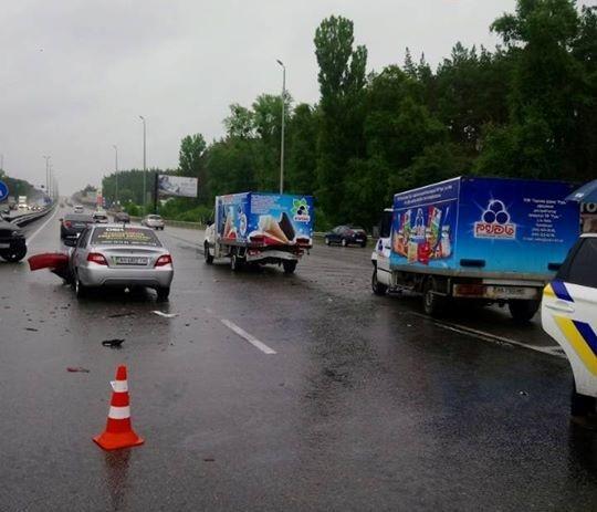 У ДТП під Києвом зіткнулися 5 автомобілів / фото dtp.kiev.ua