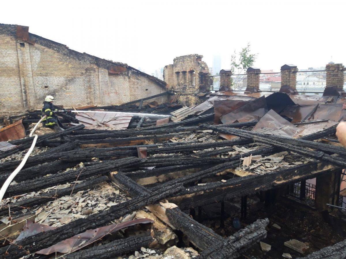 Будівля вже горіла у січні цього року / фото dsns.gov.ua