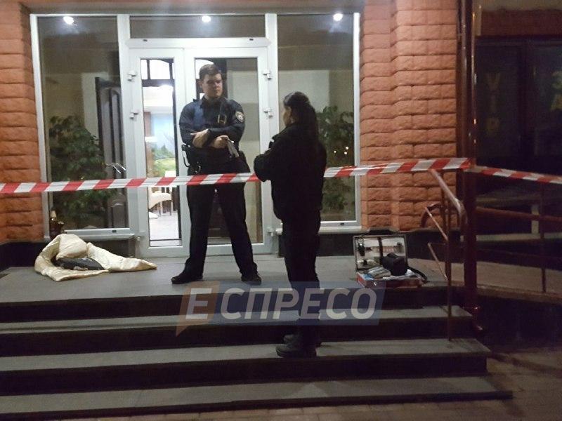 В Киеве владелец ресторана открыл стрельбу по посетителям: один человек погиб, двое раненых