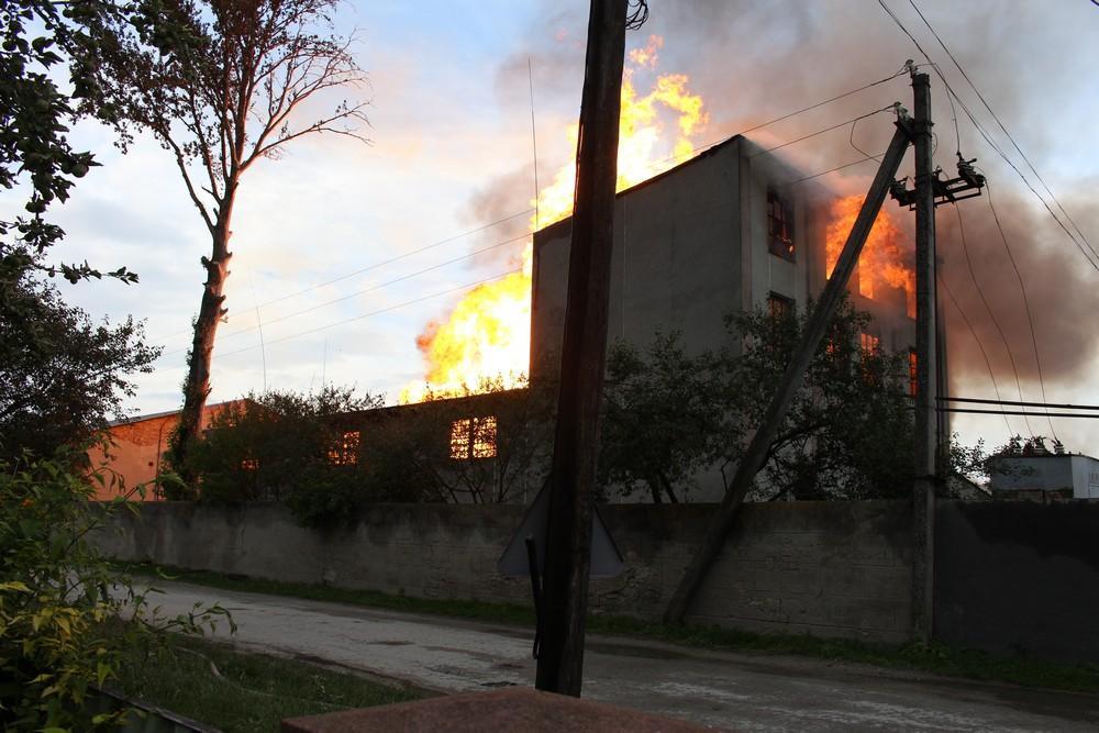 Масштабный пожар на спиртзаводе в Збараже ликвидирован / Управления ГСЧС Украины в Тернопольской области